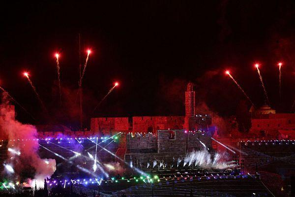 jerusalem-ablaze-in-glowing-fireworks